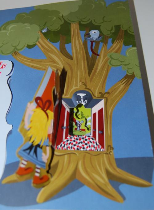 Alice in wonderland popup book 12
