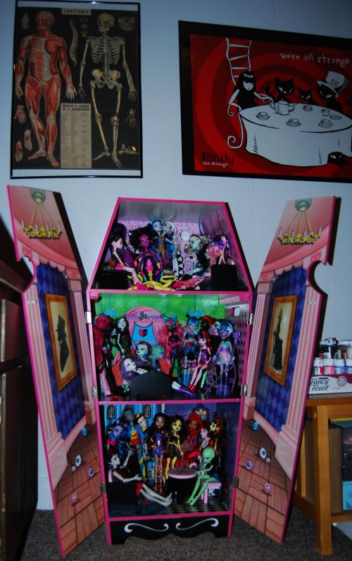 Vampire villa dollhouse