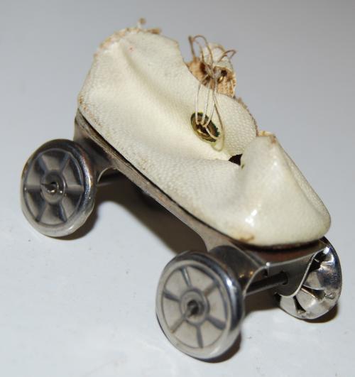Vintage tiny skate