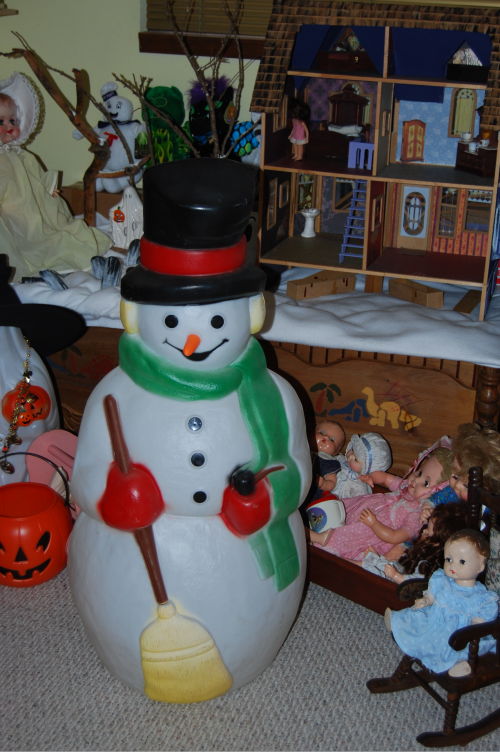 Xmas decor blowmold snowman