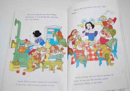 Disney snow white & the 7 dwarves 7