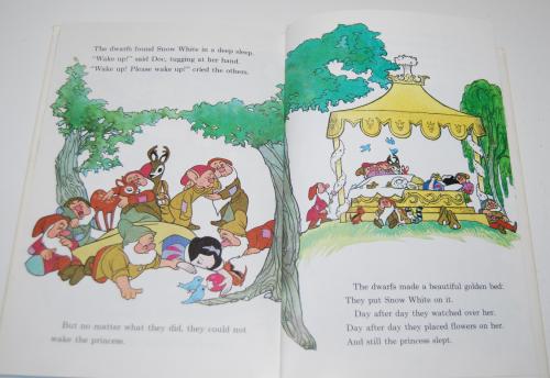 Disney snow white & the 7 dwarves 9