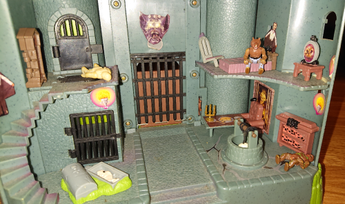 Toy haunted castle vintage playset 4